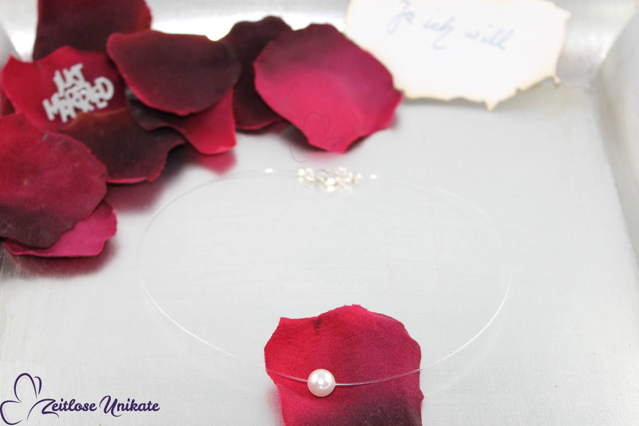 schwebende Perle, transparente Kette
