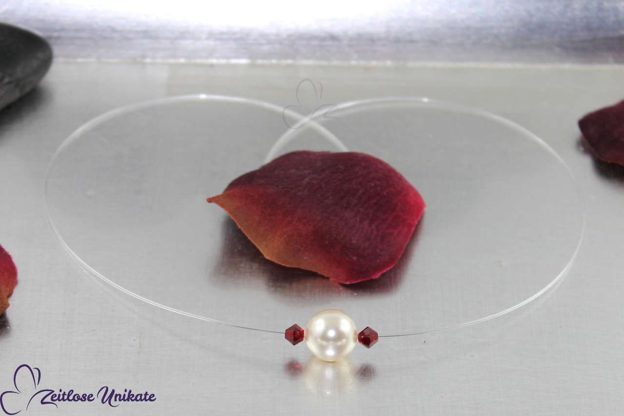 schlichte Brautkette einzelne Perle rote Kristalle