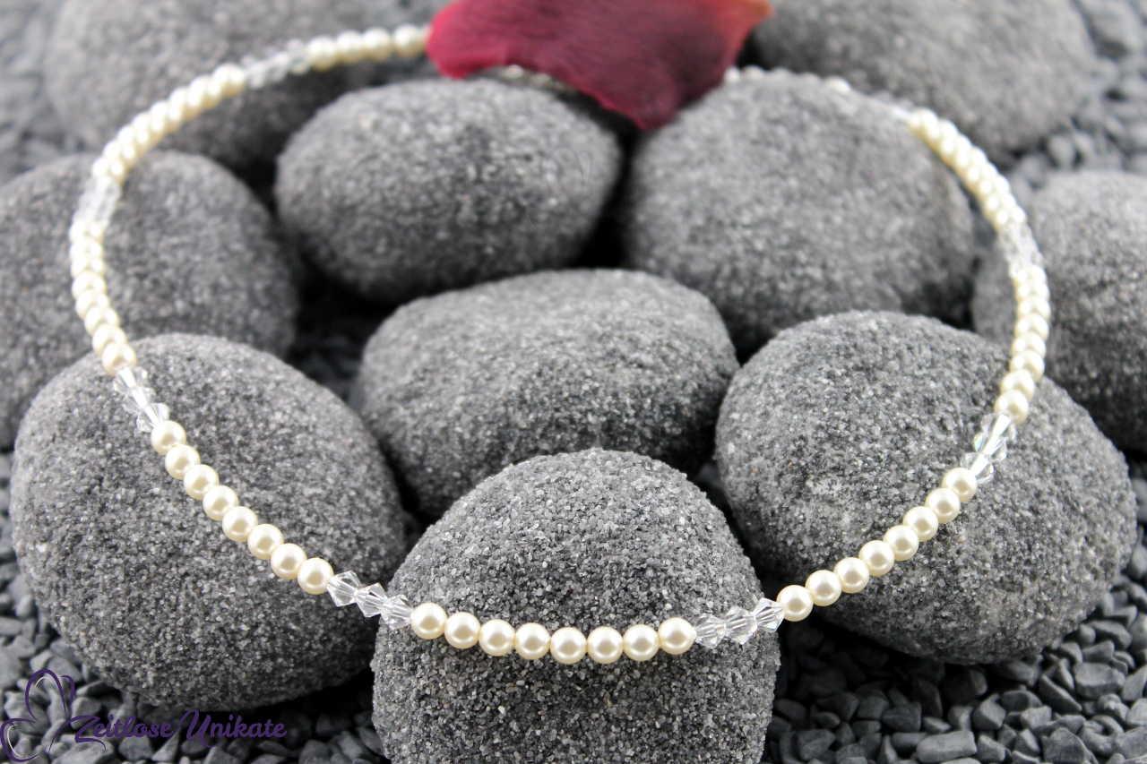 Die Zierliche, Brautkette kleine Perlen und Kristalle