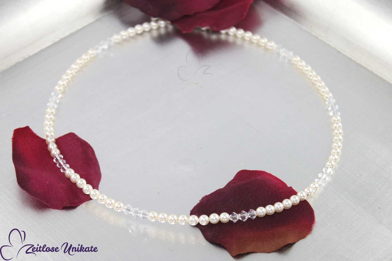 Die zierliche Halskette, schulterfreie Brautkleider