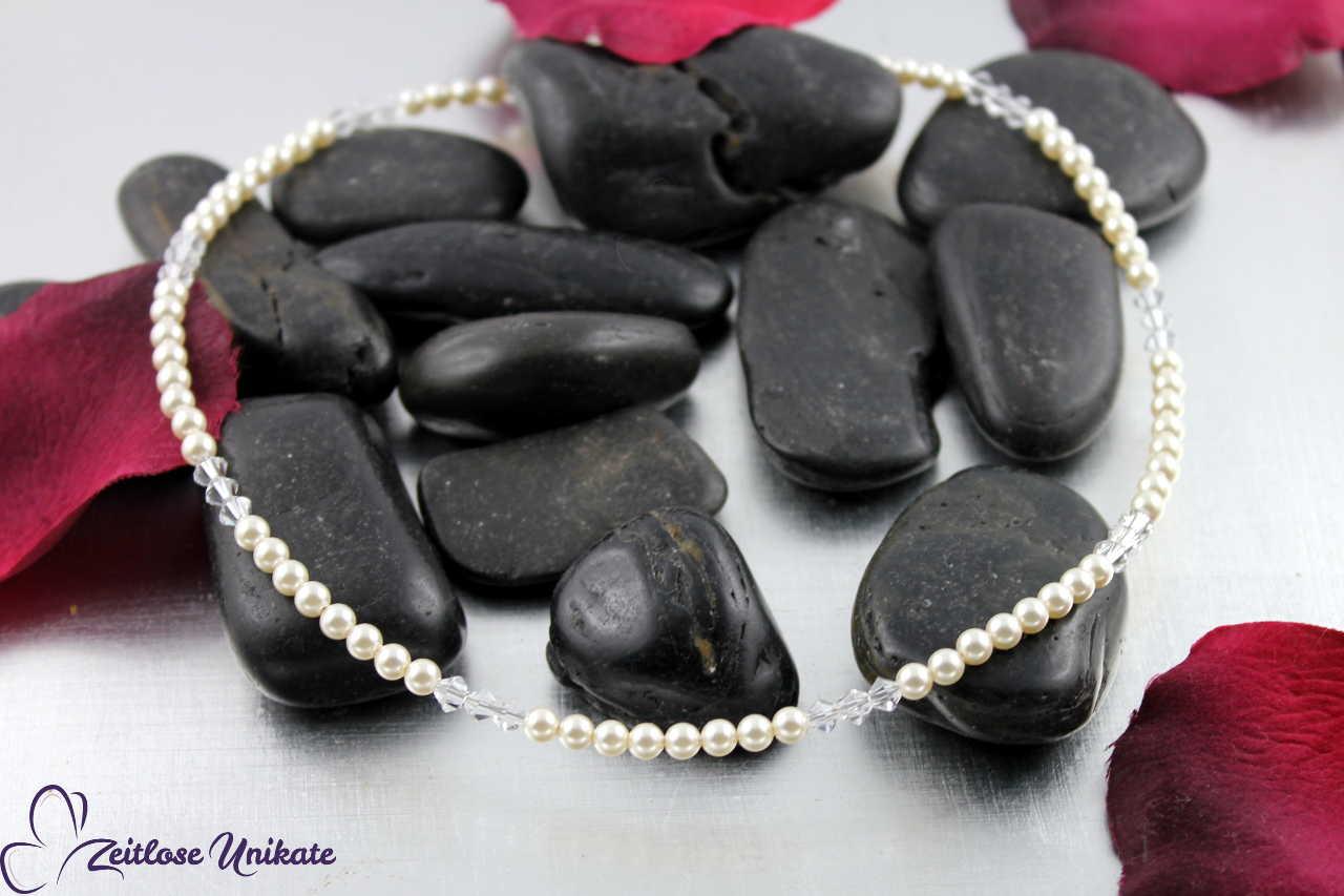 Die zierliche Kette zarte Perlen & Kristalle