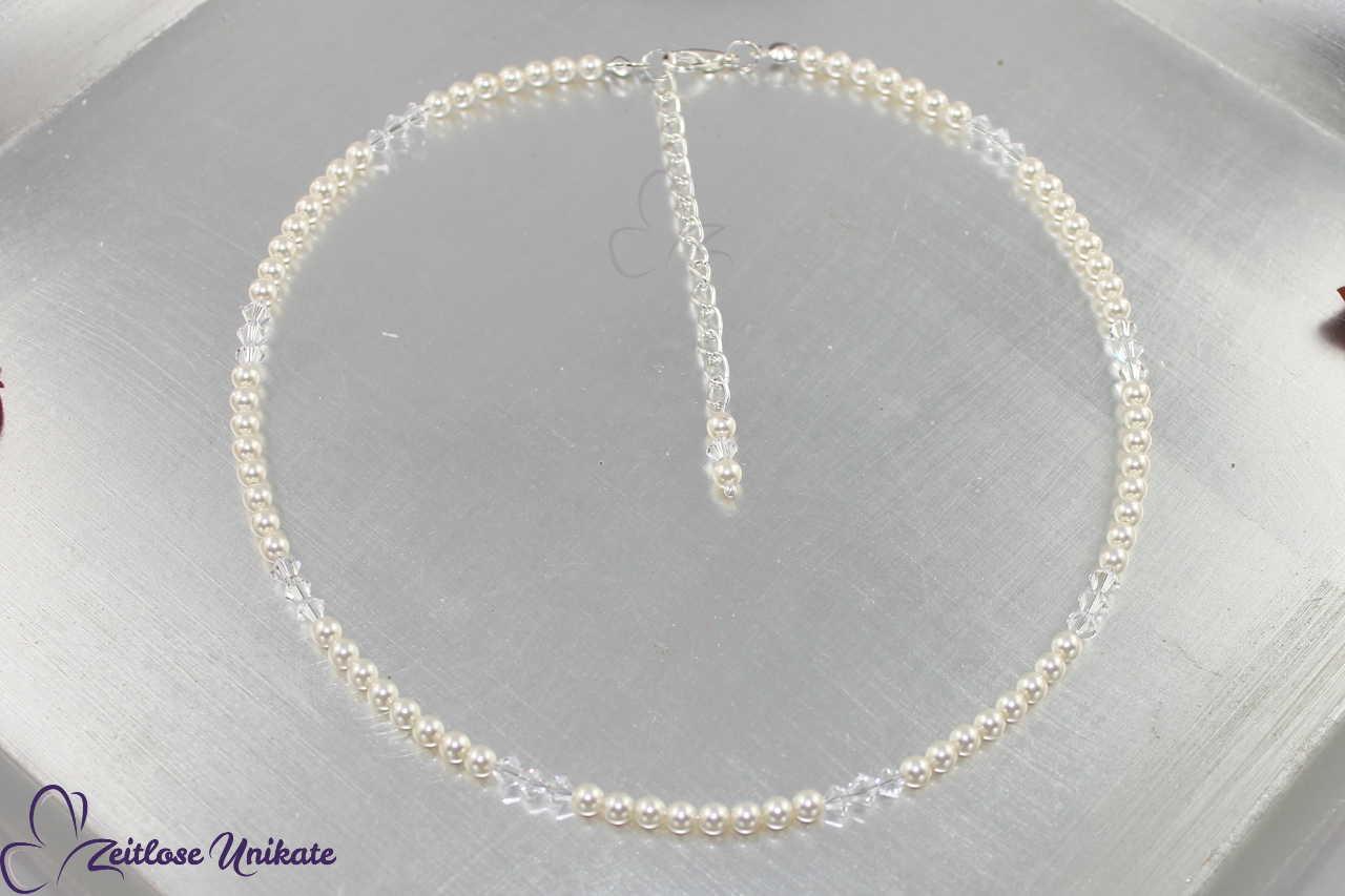 Die zierliche Perlenkette, 8 Perlen - 3 Kristalle