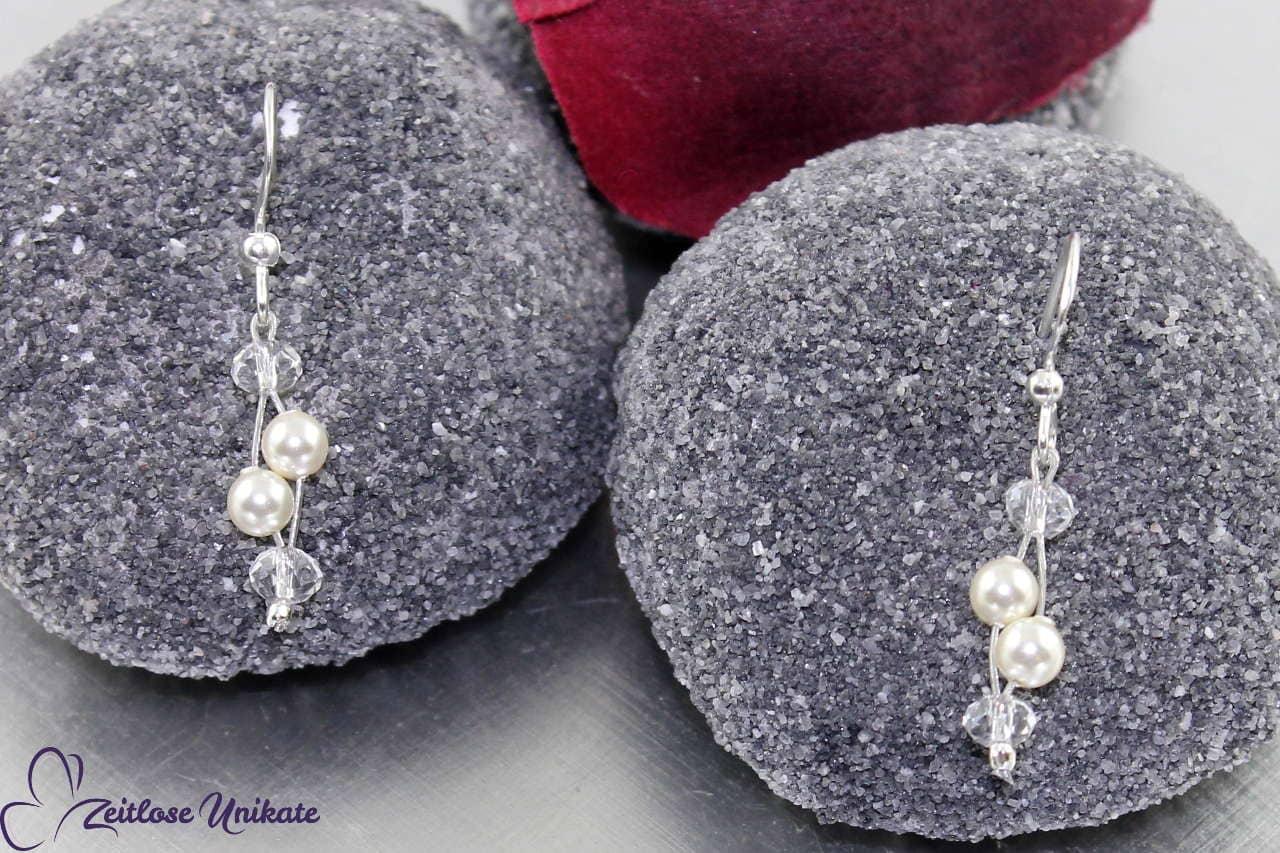 Fast klassisches Brautohrringe, kleine Perlen