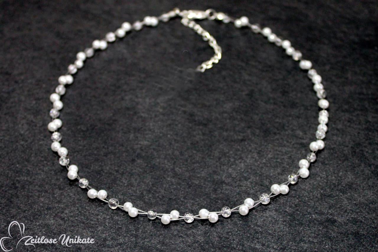 klassische Brautkette mit glitzernden Perlen