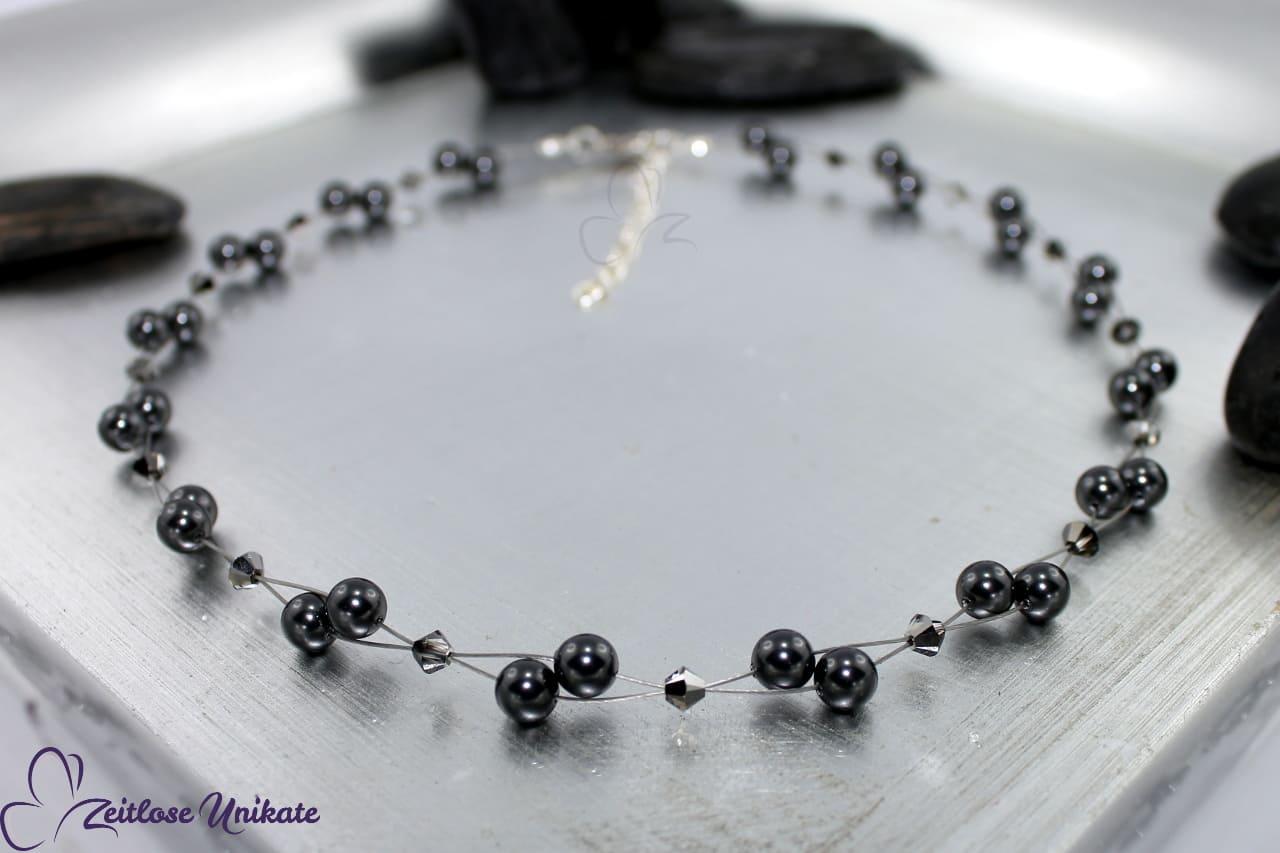 Halskette in grau silbergrau mit Kristallperlen