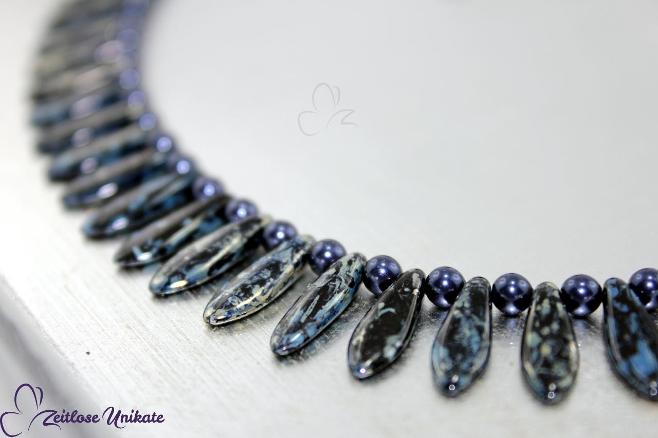 interessante Halskette in dunkelblau silberfarben schwarz