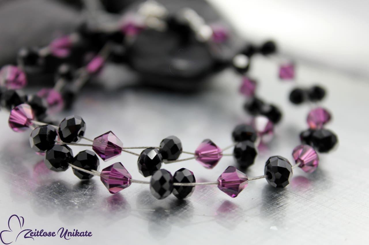 schöne Kette in lila und schwarz