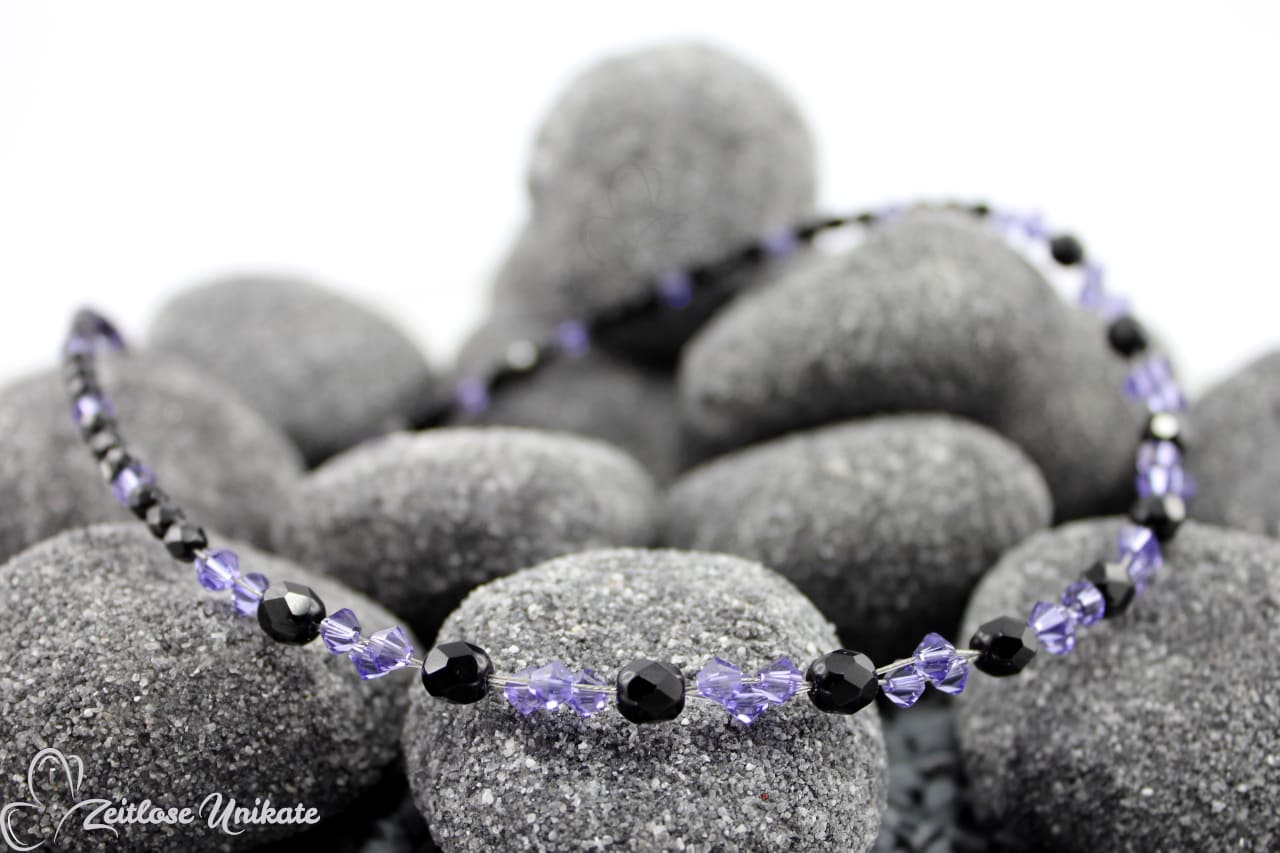 interessante moderne Kette lila schwarz