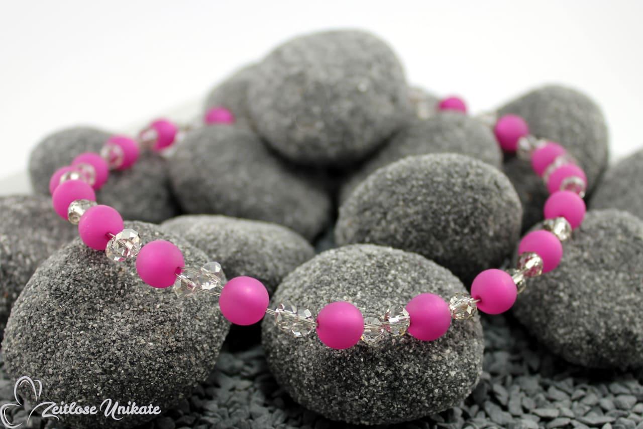opulente poppige Kette hier dunkel rosa und grau