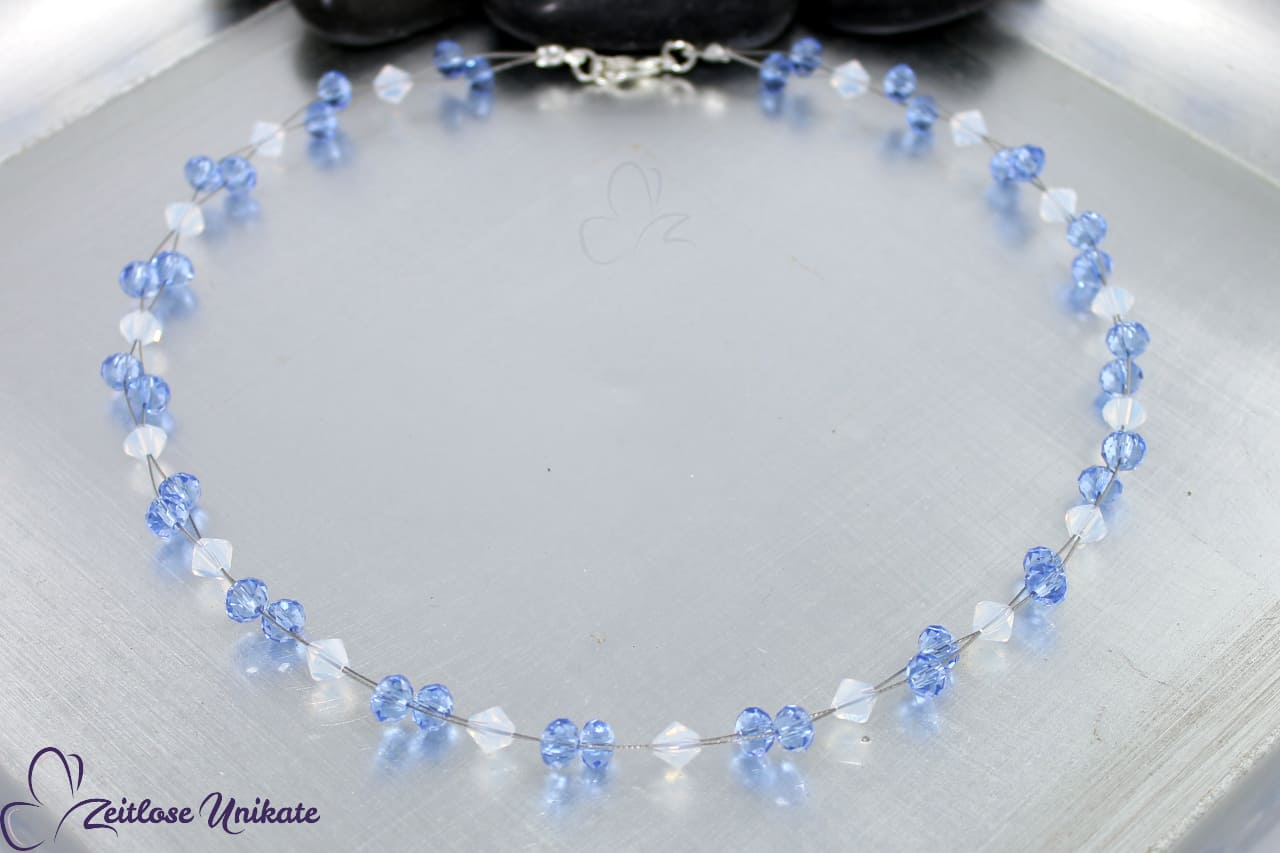 verträumte Kette, zauberhaftes Hellblau wunderschönes Weiß