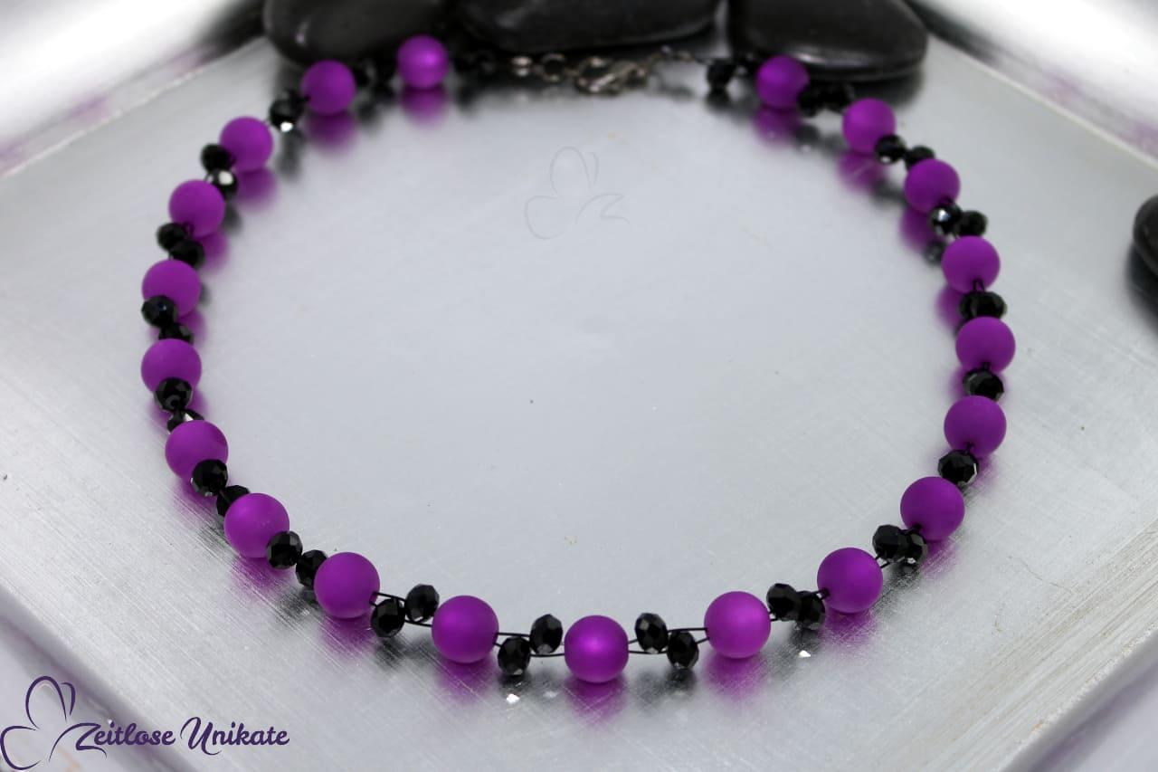 opulente elegante Halskette in lila und elegantem schwarz