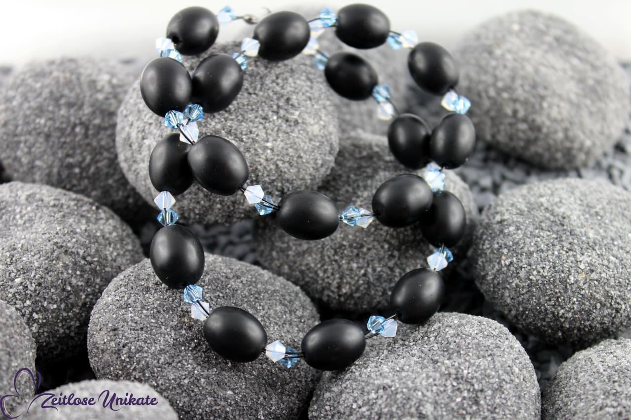 elegante opulente Halskette schwarz, hellblau und weiß
