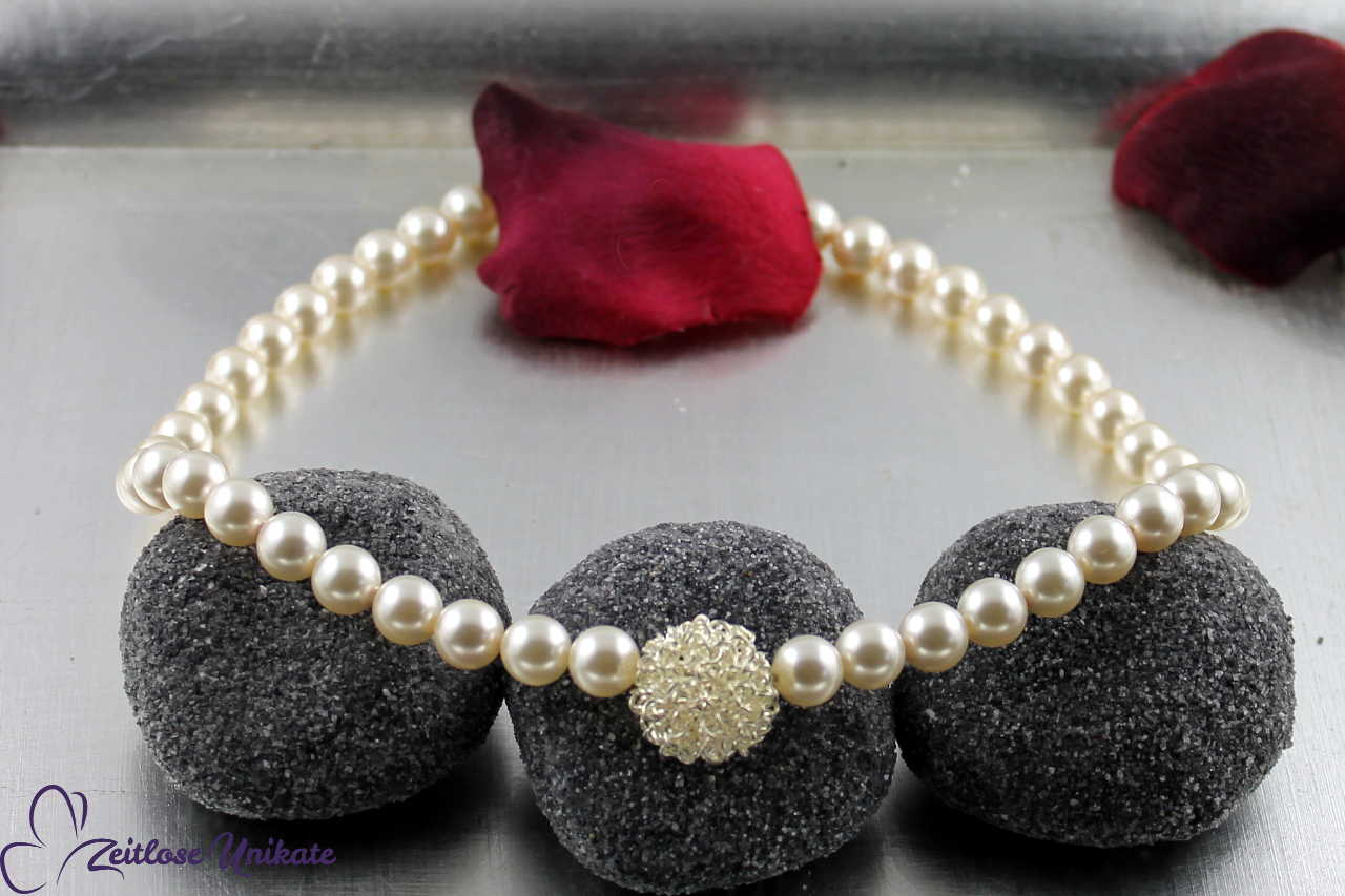 Perlenkette mit Drahtkugel, üppig