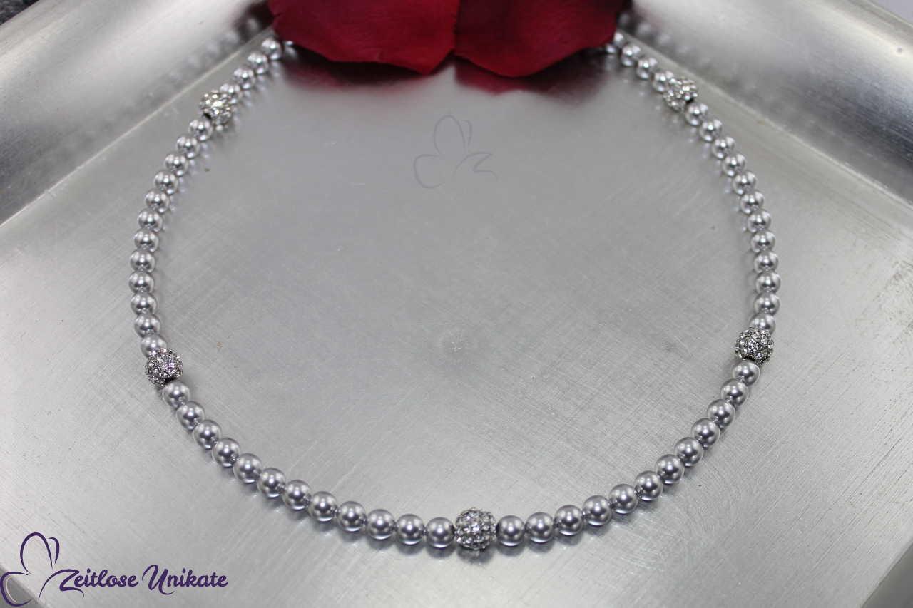 silberfarbene Perlenkette zum 25ten Hochzeitstag