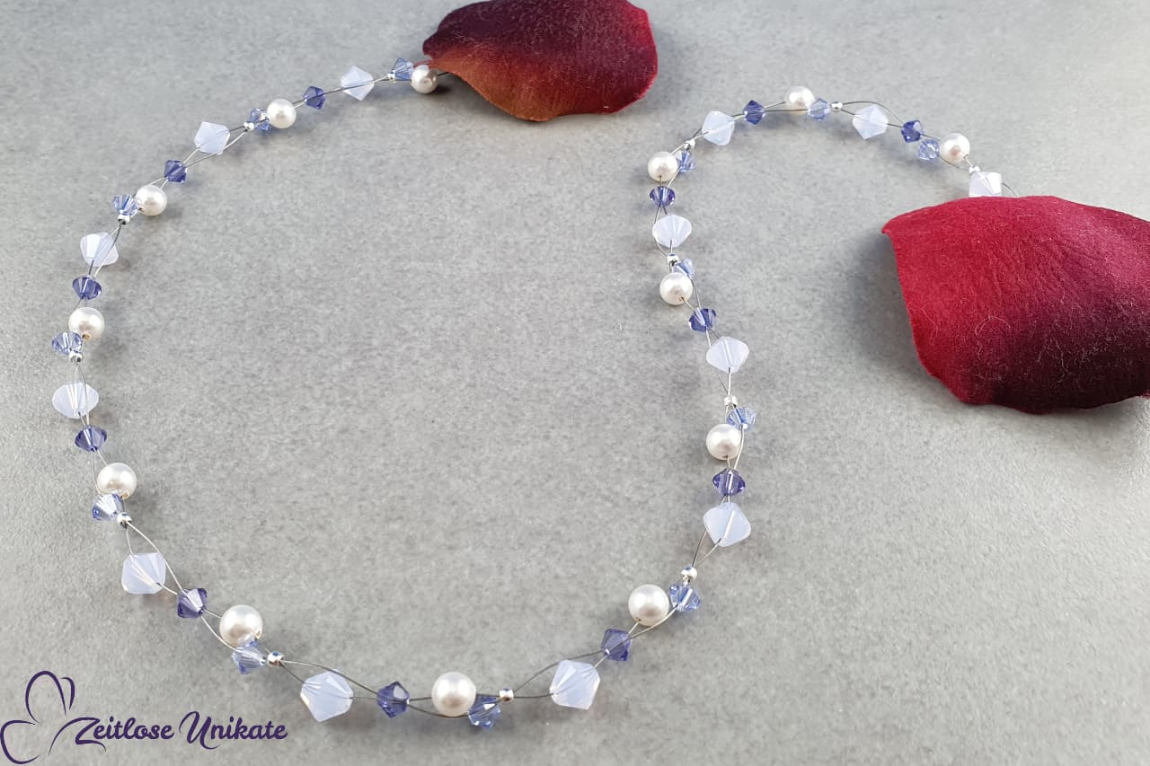 zierliche Kette, fliederfarbene Kristalle, weiße Perlen