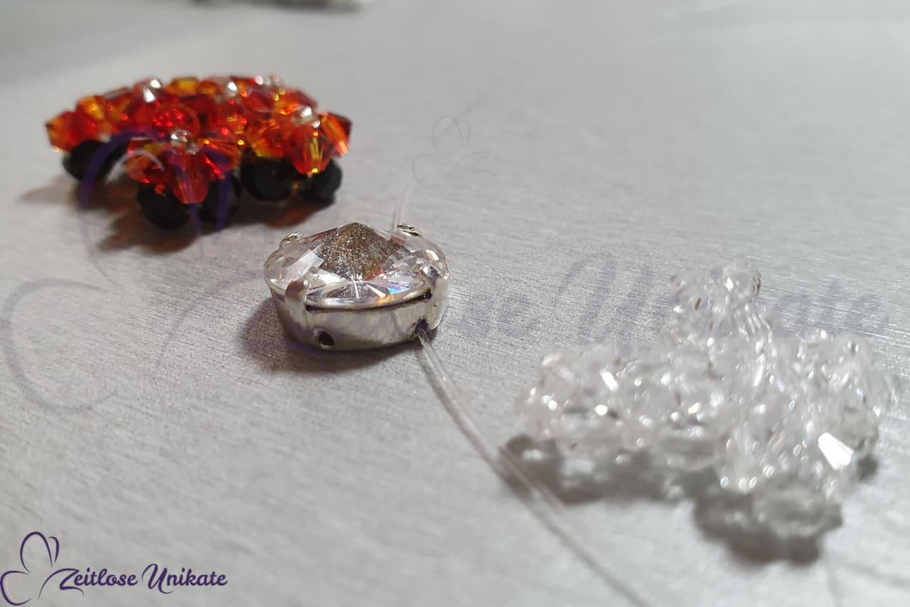 funkelndes Kreuz aus Swarovski Perlen Kette