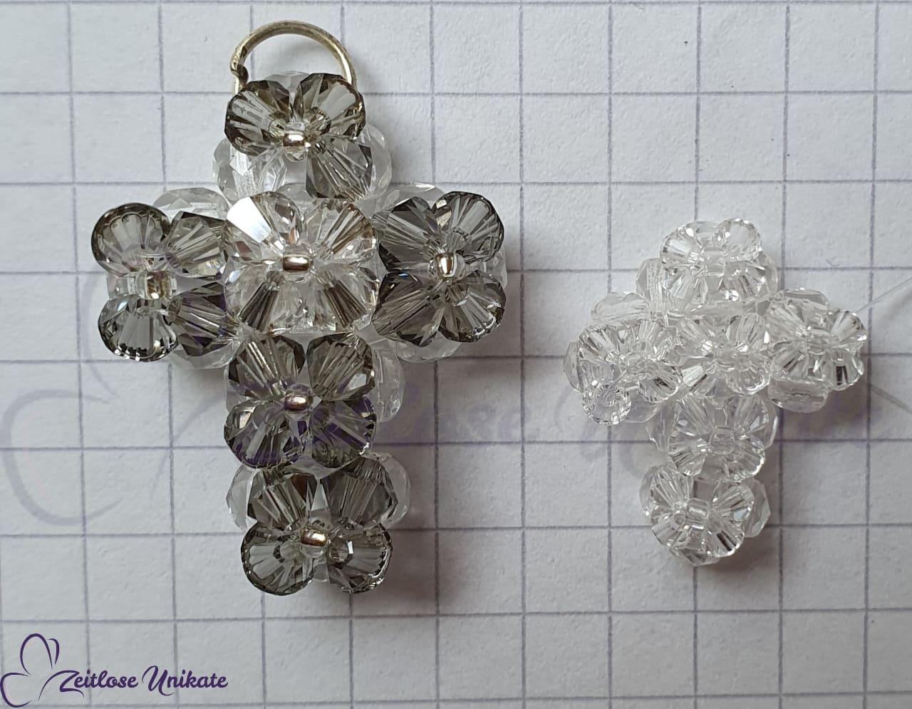 handgemachter Kreuz Anhänger aus Swarovski® Xilion Beads