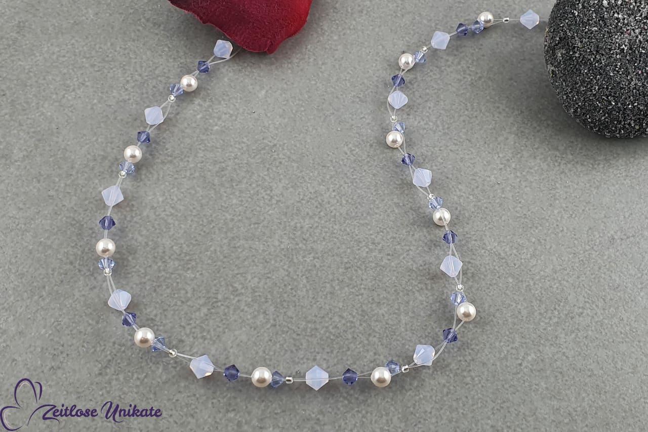 zauberhafte filigrane Kette lila Kristalle weiße Perlen