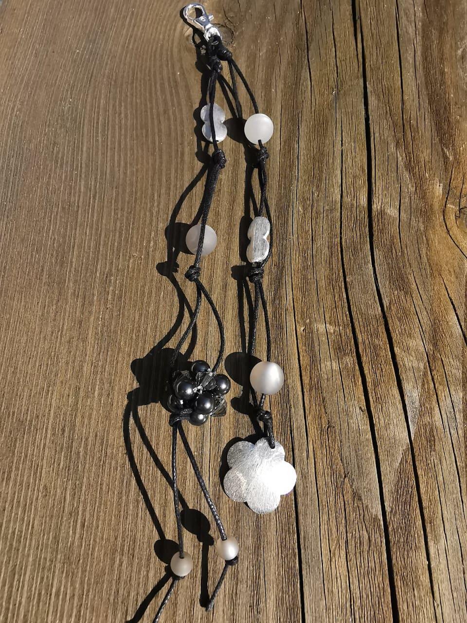 Kundenfoto Schlüsselanhänger grau Blume Perlen