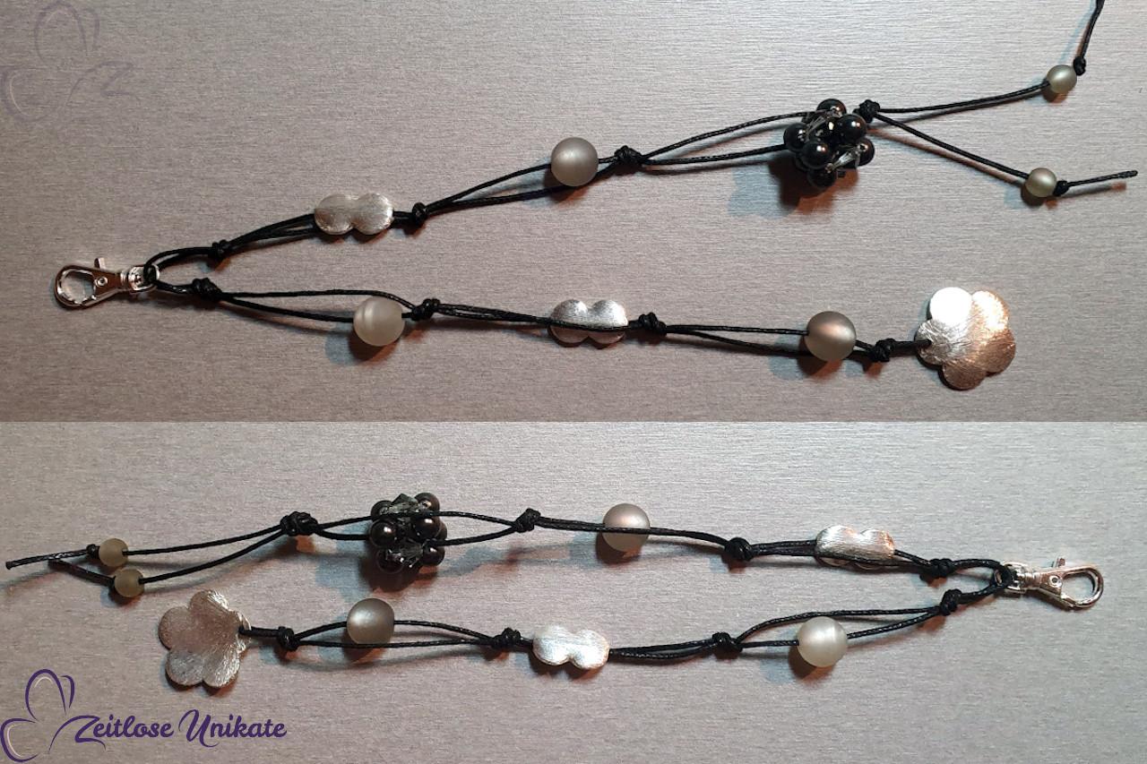 Schlüsselanhänger grau, Blume und Polarisperlen