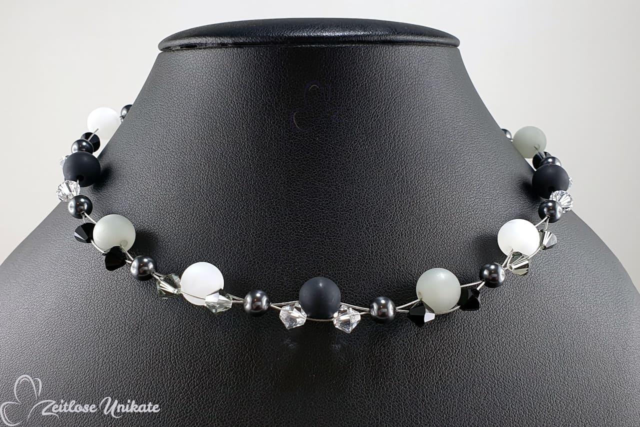 Perlenkette weiß grau und schwarz große Polarisperlen, Testbildfarben