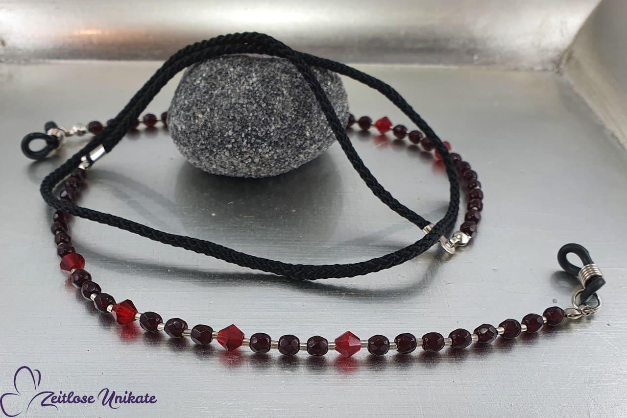 handgefertigte Brillenkette blutrot schwarz, rote Glasperlen