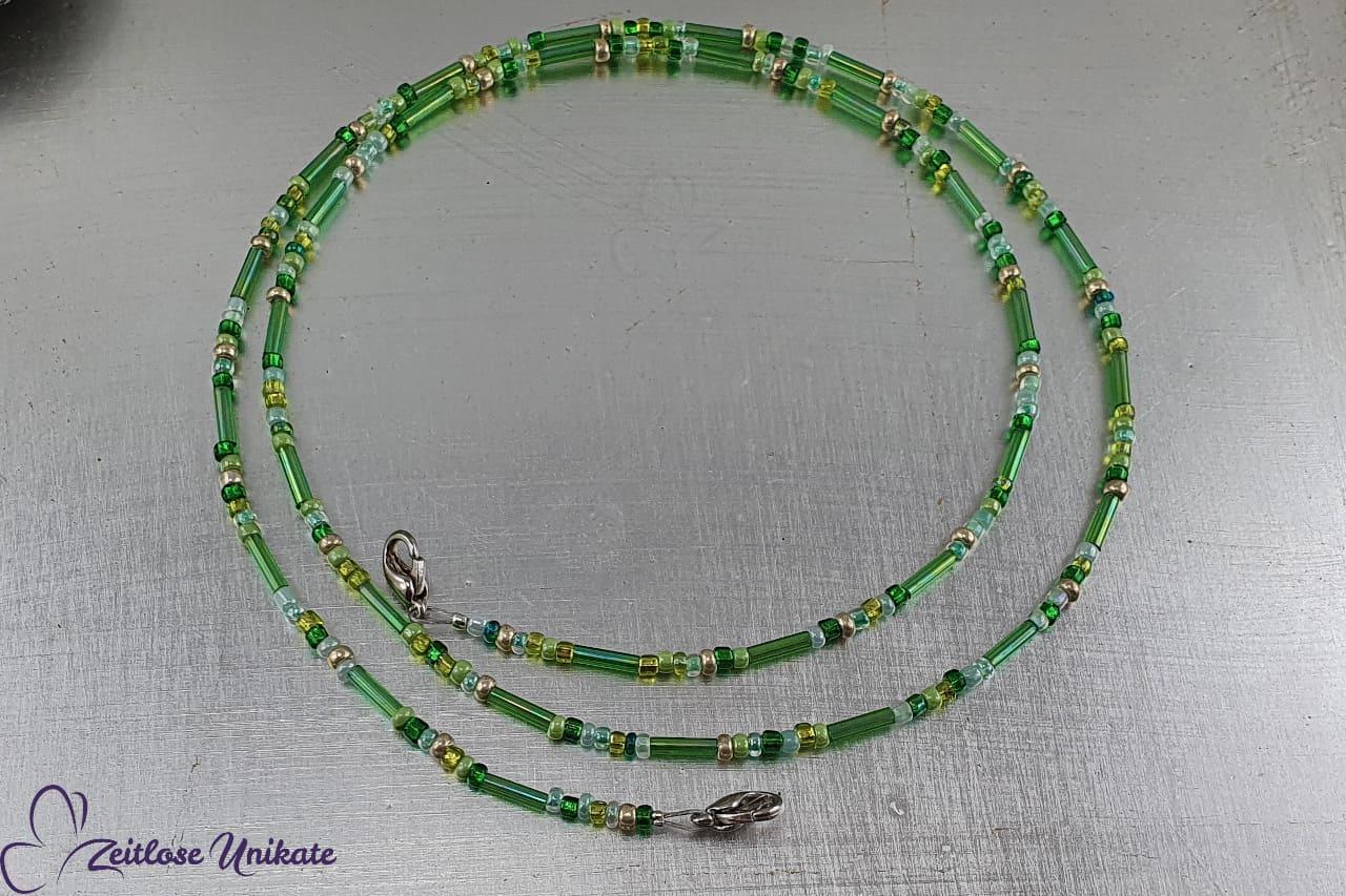 zarte Kette für die Alltagsmaske in grün Tönen