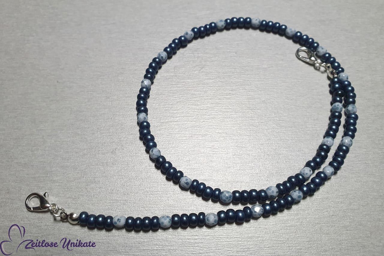 Maskenkette in Jeansblau weiß, denim trendy Perlen