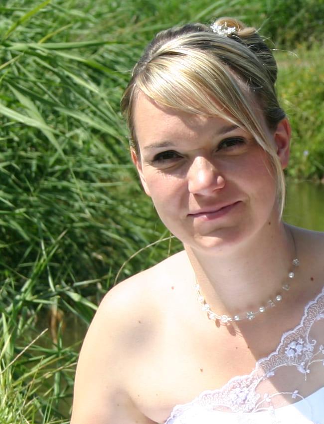 Braut Franziska mit Neckholder Blumenbraut Kette