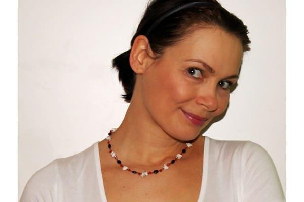 Halskette schwarz weiß rote Glitzerperlen