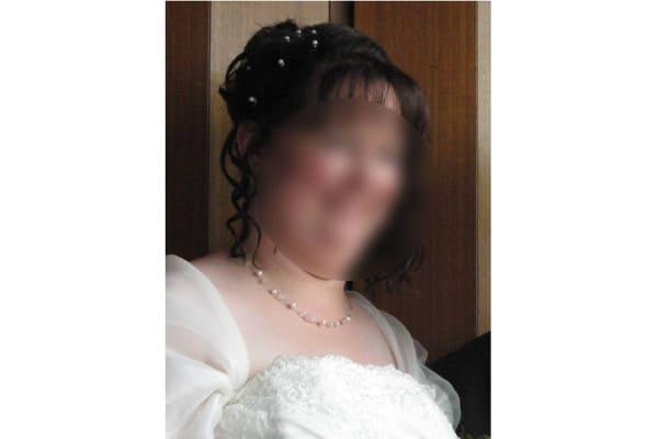 Braut mit Schmuck aus Rosenquarzperlen