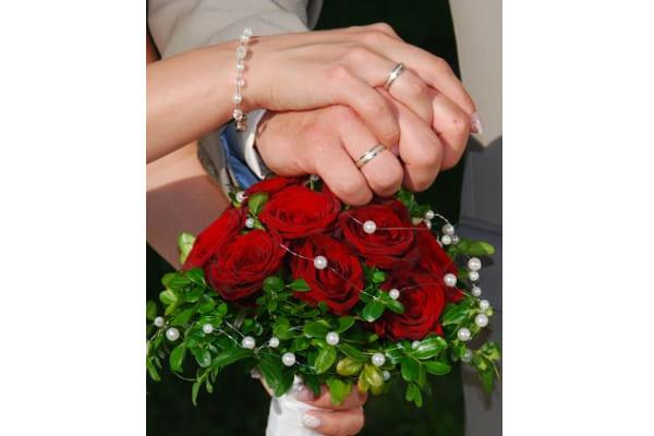 Frisch getraut, Brautstrauß mit Perlen
