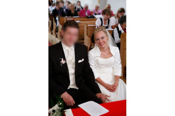 Braut mit schlichtem Schmuckset