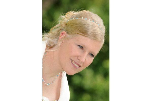 Braut mit Schmuck etwas Blaues, elegant