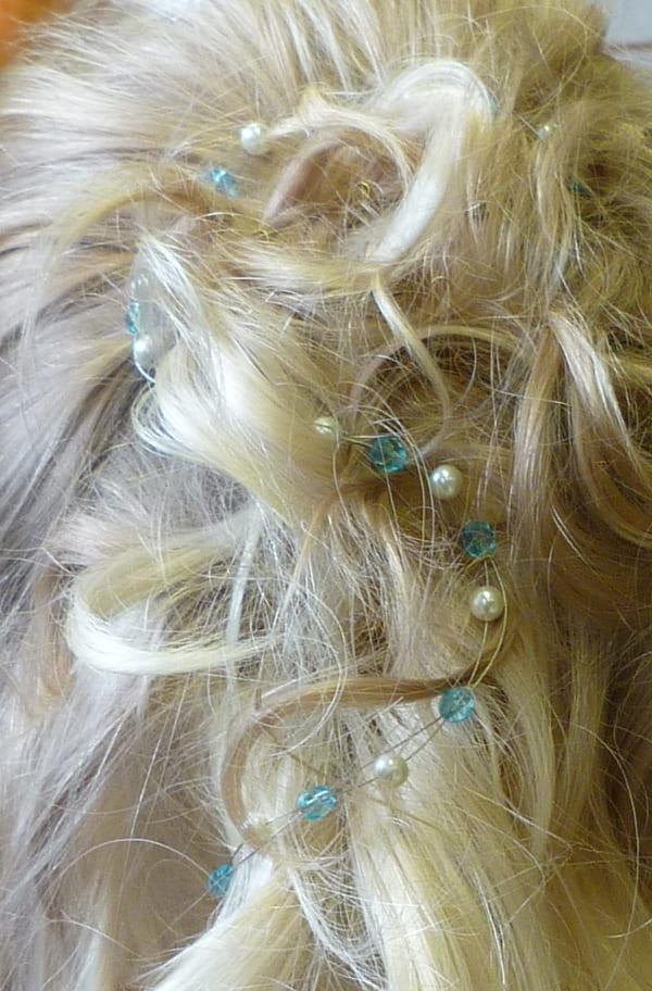 Brautfrisur, Probestecken Haarband blau