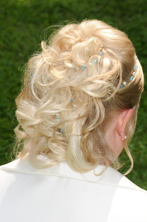 Brauthaarband mit blau in Brautfrisur