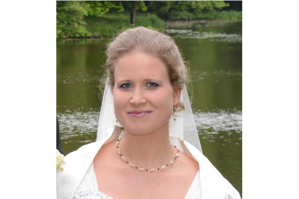 Brautfoto Nadine mit Brautschmuck