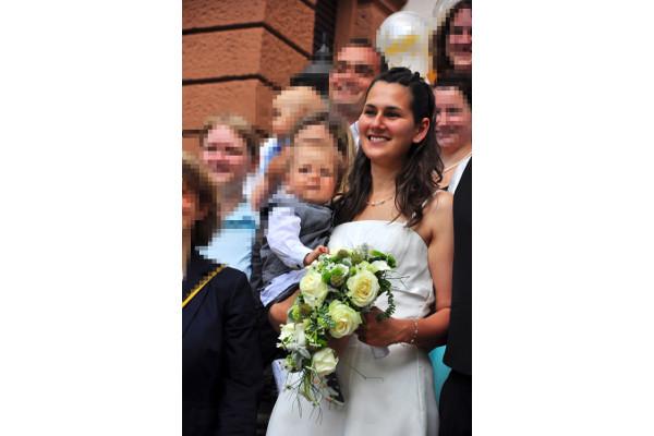 Braut Anja mit sehr schlichtem Schmuck