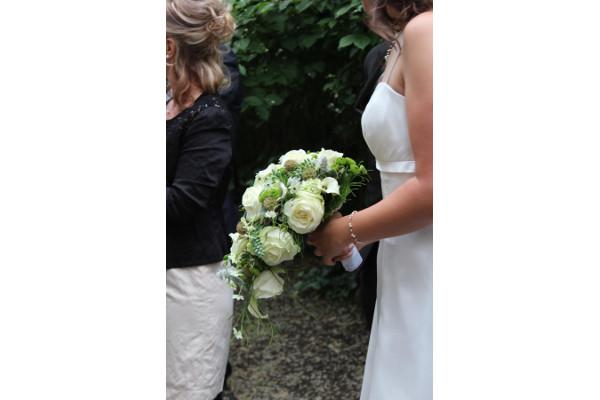 2013 eher sportliche Braut mit Schmuck
