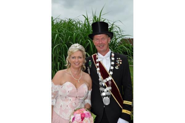 Schützenkönigin, quasi eine farbige Braut