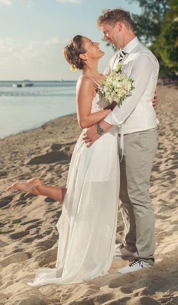 Hochzeit in der Südsee, Haarschmuck / Brautfoto
