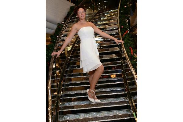 Manuela Brautfoto auf der Schiffstreppe, verträumt
