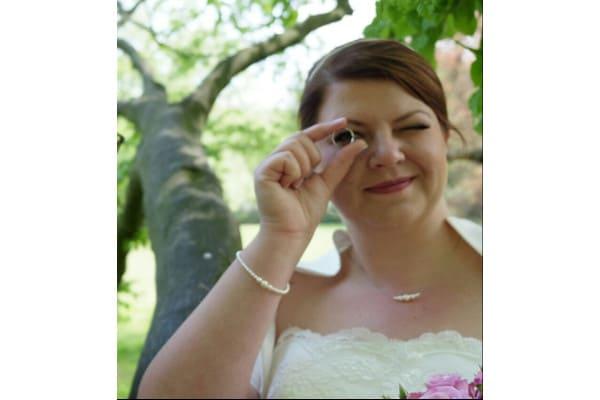 Kathrin mit ihrem Brautschmuck Set ein Hauch von Nichts