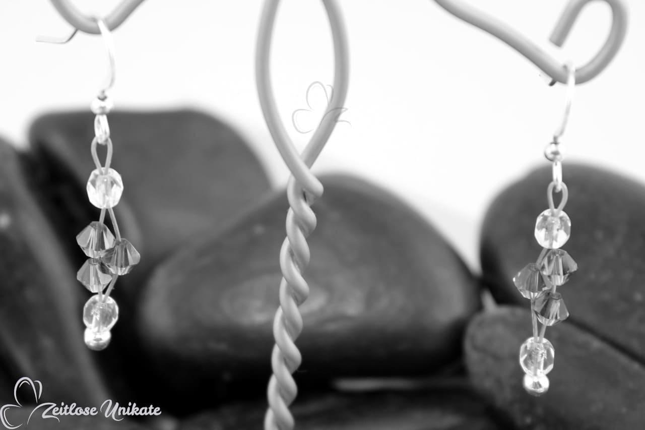 ZUungewohnt Ohrringe schwarzweiss als Muster